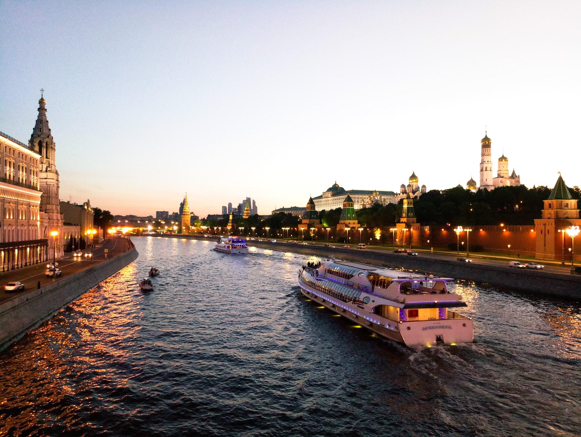 Белите нощи в Русия – Москва и Санкт Петербург